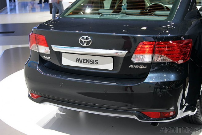 Nowy Avensis Sedan - Facelift